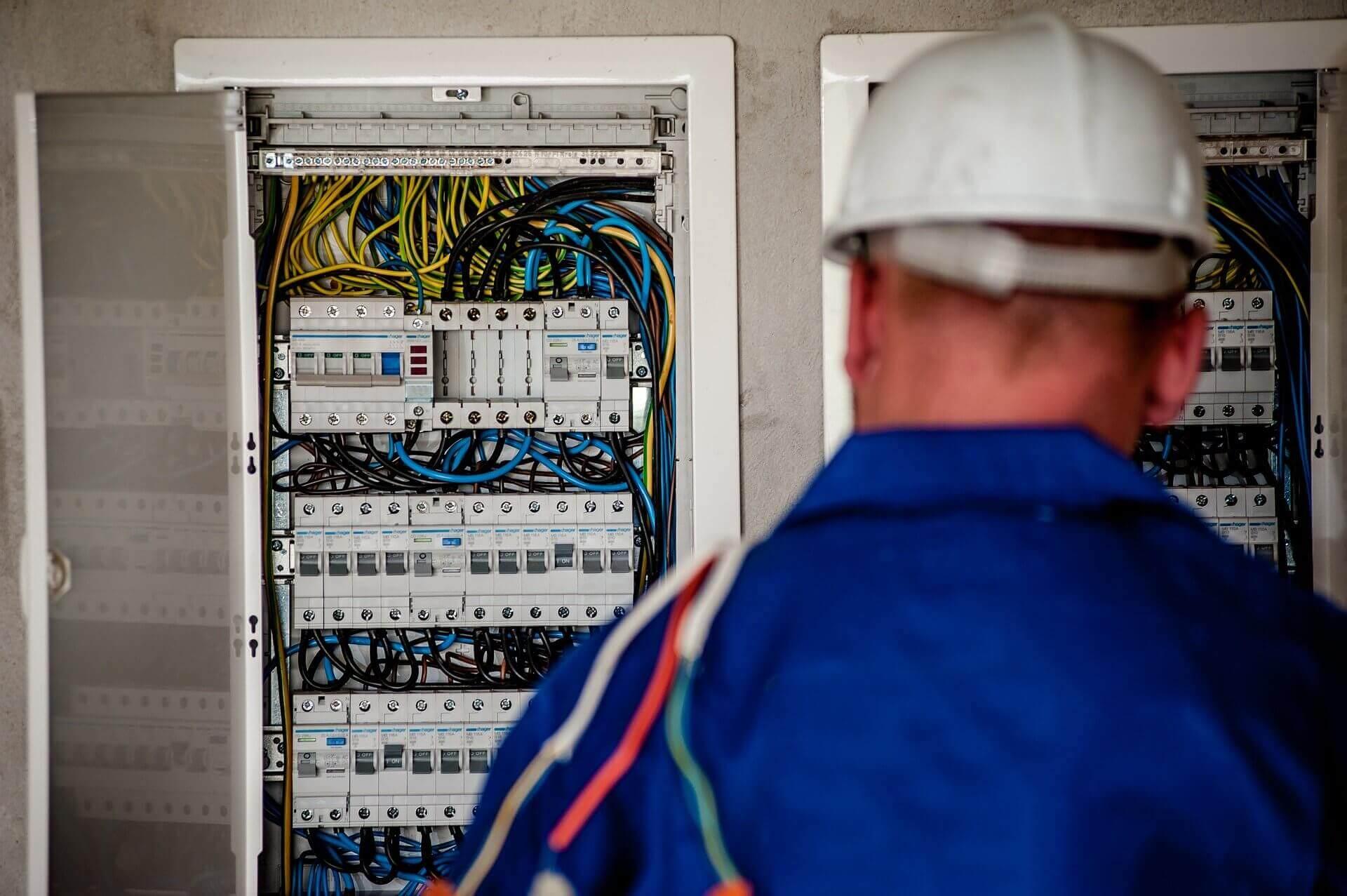 ηλεκτρολογικες εργασιες χανια electrician chania